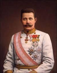 Frans Ferdinand is geboren op 18 juli 1863 in Graz en gestorven op  28 juni 1914 in   Sarajevo, Hij is kroonprins van O-H. En werd na de zelfmoord van kroonprins Rudolf troonopvolger van Oostenrijk-Hongarije. Toen hij naar Sarajevo ging werd hij tijdens een stad trip helaas vermoordt door Gavrilo Princip (nationalist Ser). Dit incident zorgde voor een grote Oorlog. Dit komt o.a doordat O-H (centralen) heel SER beschuldigt (geallieerden).
