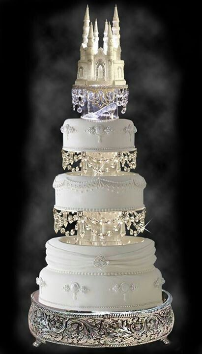 Look at this wonderful wedding cake! Maybe an idea for a more elegant kind of wedding, if you were going for a gold-white theme instead of blue.
