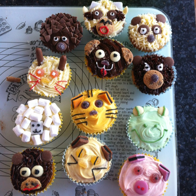 Animal Cupcakes  Decorated with Milk and white chocolate buttons Jellytots Mini choc chip cookies Mini choc fingers Liquorice allsorts Icing writing pens and mini marshmallows