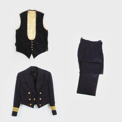 Uniformă de Comandor, Marina Regală Română, anii '40 postav, fir din argint aurit, alamă Preţ de pornire: € 200