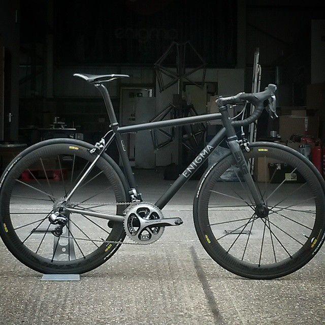 6al 4v Custom Head Turner - proud to be British --> An all black bike called Enigma? Yes, please!