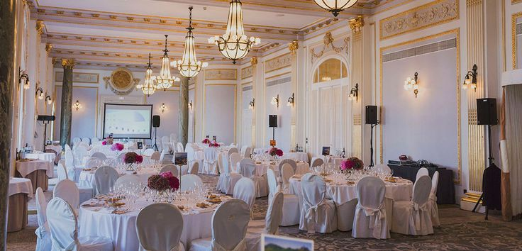 Wedding celebrated in the Grand Luxury Hotel of Maria Cristina, located in Donostia San Sebastian.