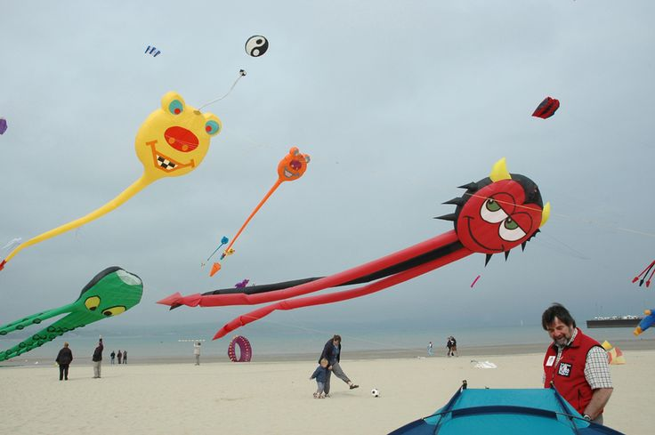 Seaside, Weymouth kites