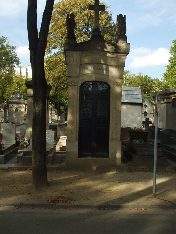 Qué familia Adams sería ? Cementerio de Montparnasse