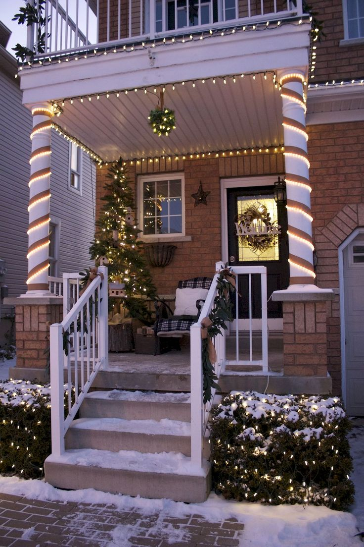 Awesome 70 Awesome Farmhouse Style Exterior Christmas Lights Decorations https://livingmarch.com/70-awesome-farmhouse-style-exterior-christmas-lights-decorations/