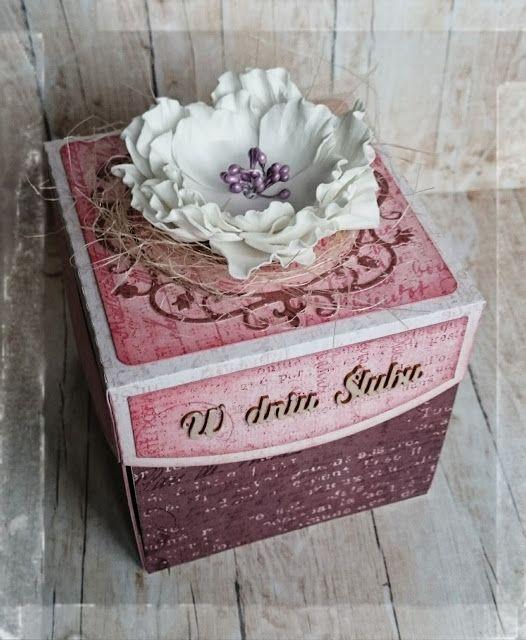 """Ślubny exploding box z papierami   od UHK Gallery """"Herbata z malinami""""   Tekturka altanki z Młodą Parą od Crafty Moly   oraz napis i orn..."""