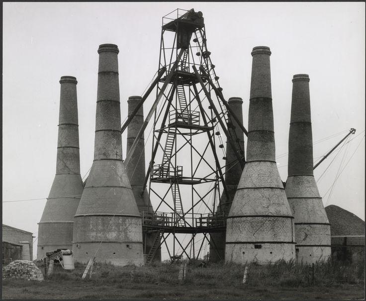 Lime Kilns, Harlingen, Holland (1963). Bernd y Hilla Becher