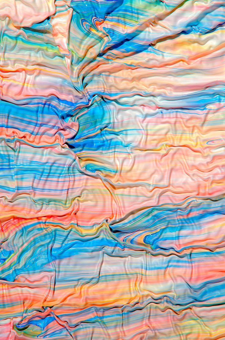 mark lovejoy's surreal spilled paint photos look like stretched  taffy  Les plissés modernes de Mark Lovejoy un exercice  appelé etudes de drapés dans les époques antérieures de l'histoire de l'art fascinant