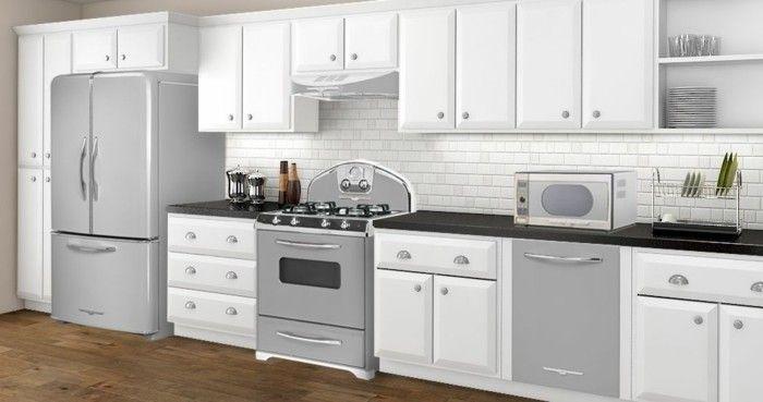 günstige Küchen in hellen Farben, Vintage Einrichtung, alter Ofen, Geschirrtrockner