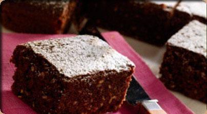 Brownie express (microondas) 125 g de Chocolate NESTLÉ Postres Negro 3 huevos 100 g azúcar 3 cucharadas soperas de leche 125 g de mantequilla 1/2 sobrecito de levadura 70 g de harina 1 cuch.sopera de NESQUIK http://www.nestle.es/nestlepostres/recetas/85/brownie-express-(microondas).aspx