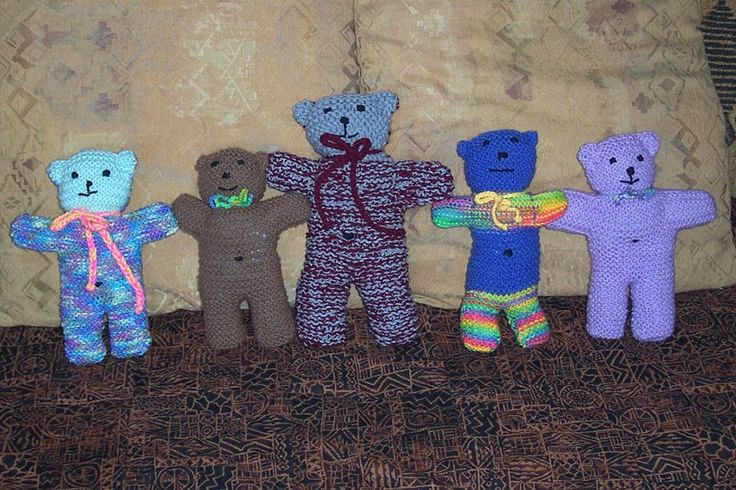 Knitted Teddy Bear Pattern For Charity : Buddy Bears to knit teddies Pinterest Bears and Knits