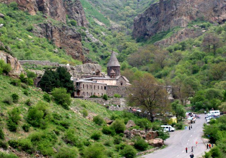 Ереван - это город науки, культуры и образования, крупнейший культурный центр Армении, со множеством музеев, библиотек, художественных галерей и театров. Столица восхищает и пленяет всех своим историческим прошлым, древними и новыми архитектурными памятниками, своеобразной национальной культурой и гостеприимным народом. http://miceglobal.ru/countries/item/46-armenia