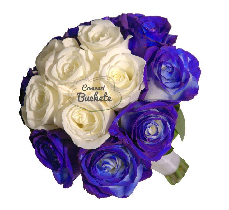 Buchet de mireasa cu trandafiri albastri si trandafiri albi. Clasic, simplu, elegant.