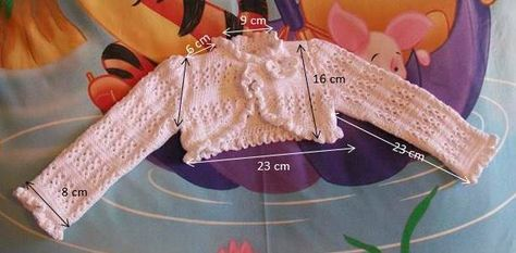 TORERA DE HILO BLANCA CALADA PARA 1 AÑO Material Hilo color blanco. Agujas de punto del número 3 Aguja de crochet del nº 1,5 1 b...