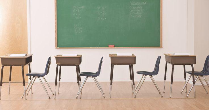 """Causas y efectos del absentismo escolar. """"Absentismo"""" es definido como no asistir a la escuela sin tener una justificación, y también aplica a los estudiantes que llegan tarde de forma crónica. Durante 2007 y 2008, el 30% de los estudiantes de la escuela media estuvieron ausentes crónicamente y el 20% de los estudiantes de escuela elemental se perdieron al menos un mes de escuela, de ..."""