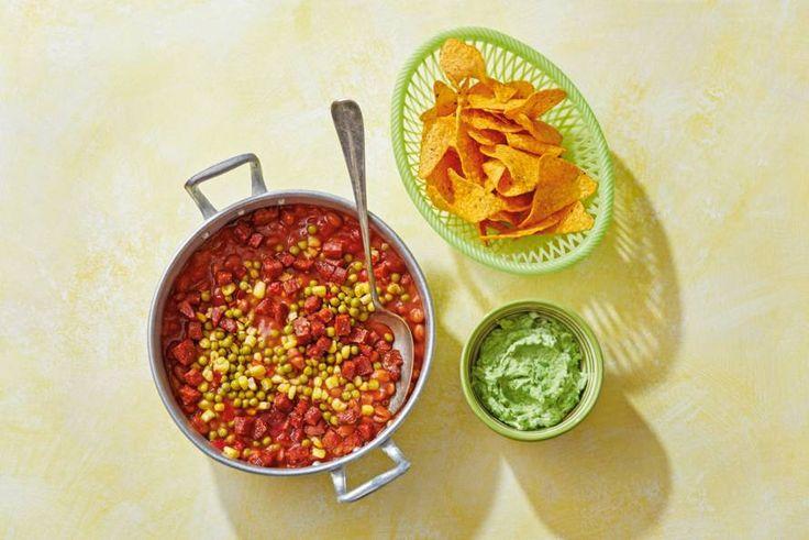 Eén pit en één pan: dat is alles wat je nodig hebt voor deze snelle chili con carne. - recept - Allerhande