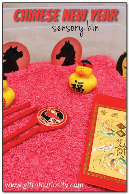 Chinese New Year sensory bin using dyed rice and Chinese-themed objects. What a fun idea for a Chinese New Year party for kids! || Gift of Curiosity