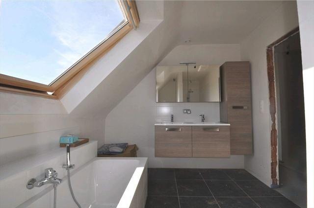 Badkamer badkamer met schuin plafond inspirerende foto 39 s en idee n van het interieur en - Badkamer onder het dak ...