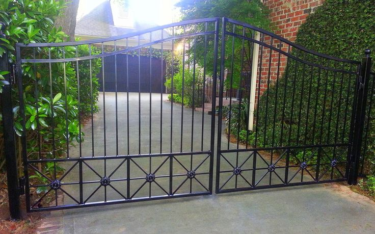25 Best Ideas About Metal Driveway Gates On Pinterest