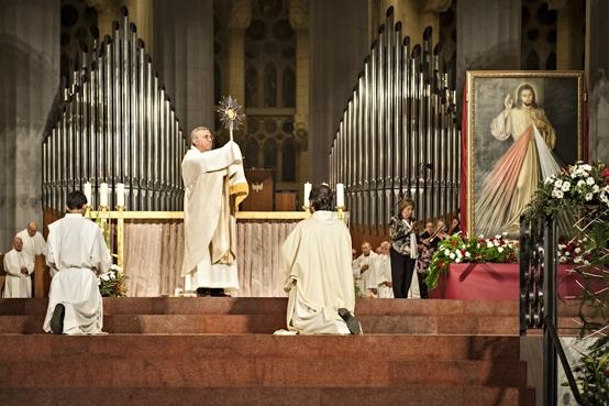 [24/11/2012] Missa solemne celebrada amb motiu de la VI Trobada Nacional de la Divina Misericòrdia, a la qual van assistir-hi 2.700 feligresos. | Misa solemne celebrada con motivo del VI Encuentro Nacional de la Divina Misericordia, a la cual asistieron 2.700 feligreses. | Mass celebrated to commemorate the VI Divine Mercy Annual Meeting. It was attended by 2.700 people.