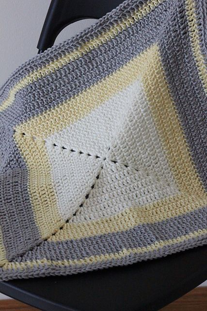 Gramma Cookie's solid granny square afghan (pattern)