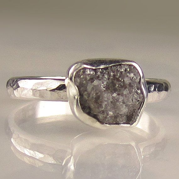 Natural, sem cortes, áspera, livre de conflitos, diamante, em moldura de prata fina em martelado, polido manchas resistentes paládio banda de prata esterlina