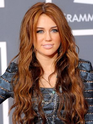 loose waves wander through miley cyrus ultra long strands - Coloration Roux Cuivr