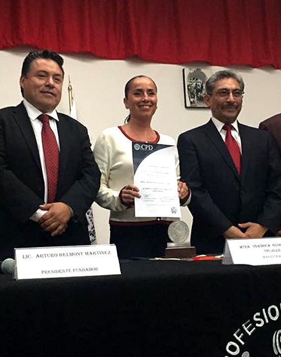 Cancún, Quintana Roo | AGENCIA SIM | a 22 de julio de 2017.- La magistrada del Tribunal Superior de Justicia del Estado (TSJ), Verónica Gloria Acacio Trujillo recibió un reconocimiento al mérito jurídico por parte del Colegio de Profesionales en Derecho de la Universidad Autónoma de México (UNAM), según publica el propio colegio en sus…