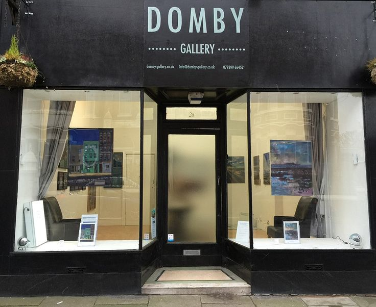 Domby_Gallery_Front_open_curtains