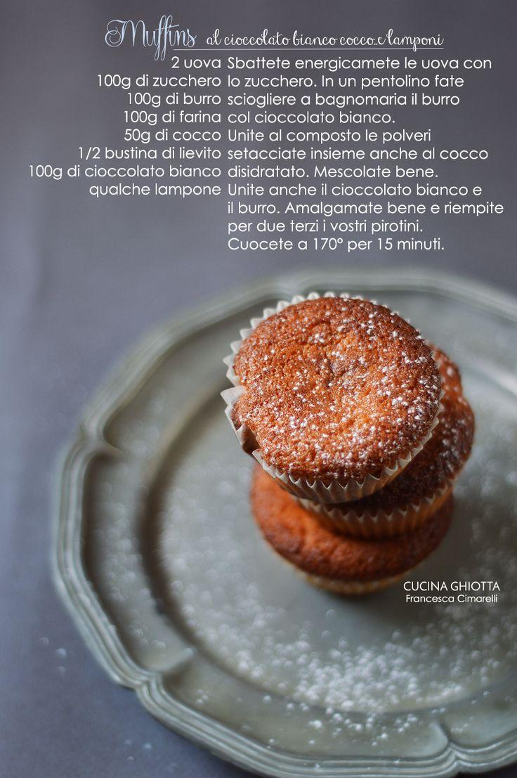 Muffins morbidissimi al cioccolato bianco, cocco.....e lamponi