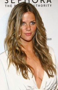 Brooklyn Decker: Gorgeous dark blonde with thin, natural highlights for three-dimensional body and texture. Love it for Autumn!