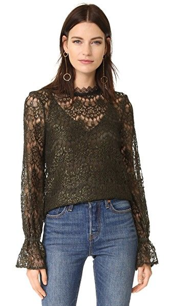 ¡Consigue este tipo de top manga larga de Nicholas ahora! Haz clic para ver los detalles. Envíos gratis a toda España. Nicholas Arch Lace Long Sleeve Top: A swingy Nicholas top with a tactile lace shell and an optional crepe camisole. Covered elastic cinches the cuffs. Button back keyhole. Fabric: Lace. 100% polyester. Dry clean. Made in Australia. Measurements Length: 25.25in / 64cm, from shoulder Measurements from size 0 (top manga larga, mangas largas, long sleeve, long sleeved, long…