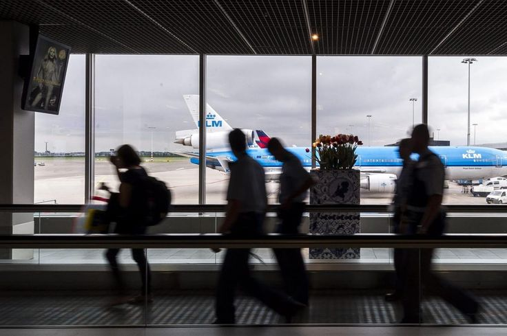 Schiphol Airport Tests Express Lanes for Passengers With Small Bags - https://blog.clairepeetz.com/schiphol-airport-tests-express-lanes-for-passengers-with-small-bags/