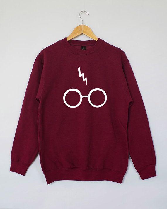 He encontrado este interesante anuncio de Etsy en https://www.etsy.com/es/listing/230691580/harry-potter-sweatshirt-harry-potter