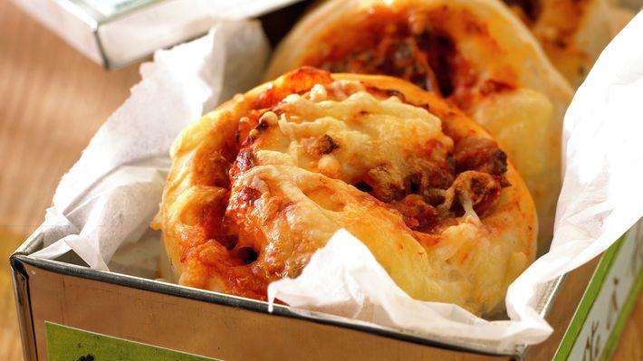 Pizzasnurrer med kjøttdeig - Kos - Oppskrifter - MatPrat