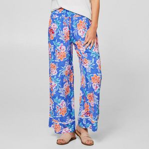 Style our beach pants from iconic surf brand, Piping Hot, with a t-shirt and sandals for the warmer weather.Wide elastic waistband for an ideal...
