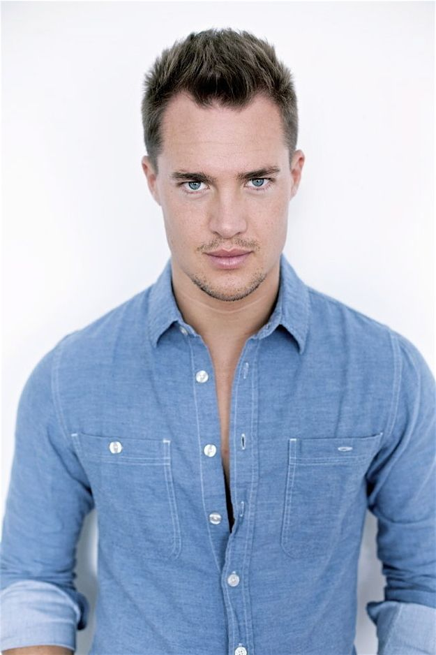 And this beautiful rolled-up denim sleeves and spiky hair look.....Alexander Dreymon