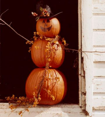 Love this!  An easy DIY pumpkin man for fall/Halloween!  Definitely doing this with the kids (and using artificial pumpkins so we can bring him out year after year!).