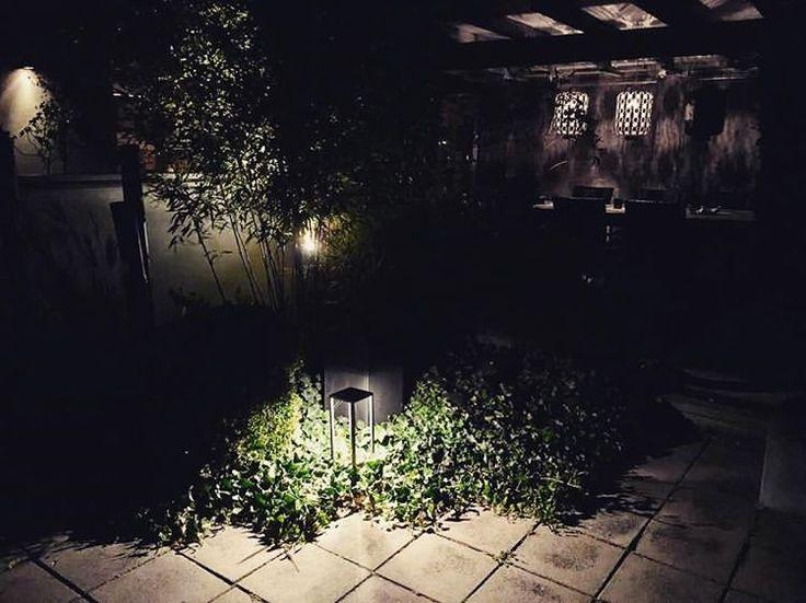 Så här höstmysigt har en av våra kunder det hemma hos sig! #ljusihus #montur #deltalight #höst #mysigt #tinguteoinne #indirektljus #belysning #ljus #ledlist #led #ljussläpp #inspiration #trädgård #trädgårdsinspiration
