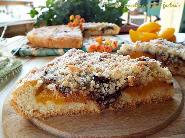 Sbriciolona con albicocche e crumble di pistacchi, questo dolce lo faccio spesso in estate con le albicocche fresche, ma non essendo di stagione, ho optato