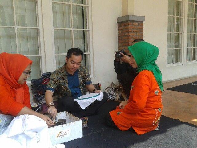 Belajar Membatik @Gebyar Budaya Nusantara Kota Tua Jakarta