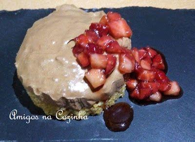 Amigos na Cozinha -Mousse de chocolate com morangos balsâmicos
