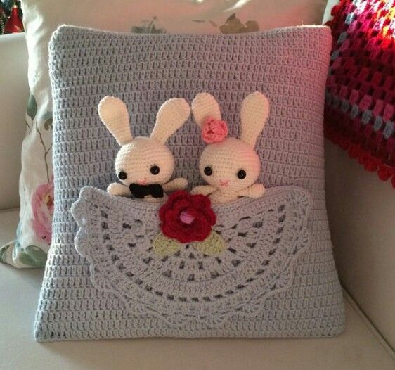 Amigurumi Heart Pillow : Instagram. PICTURE ONLY for inspiration. Crochet throw ...