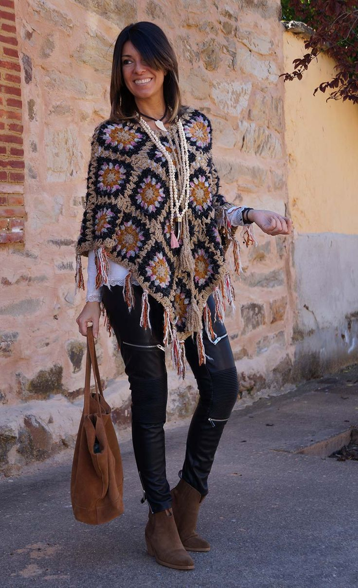 Capas Crochet, Poncho Crochet Ganchillo, Crochet Patrones Ponchos, Sueter Crochet, Chal Ganchillo, Invierno Crochet, Mañanitas Tejidas, Ponchos Tejidos,