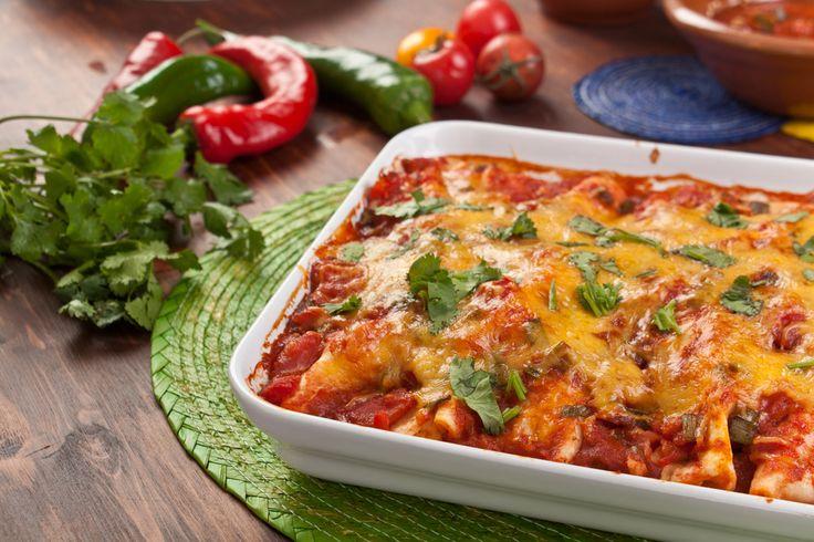 Las enchiladas son un platillo tradicional Mexicano.  La receta de enchiladas gratinadas te encantará.