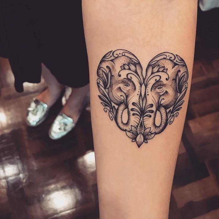 oltre 25 idee originali per tatuaggi elefante su pinterest tatuaggio elefante piccolo. Black Bedroom Furniture Sets. Home Design Ideas