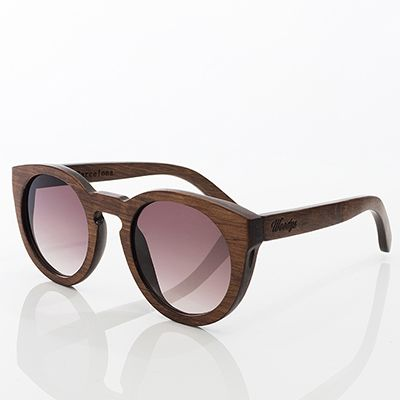 Woody's Barcelona E' un nuovo marchio giovane, trasgressivo e spensierato: occhiali di legno fatti a mano. 139 Euro - Spese Spedizione Incluse