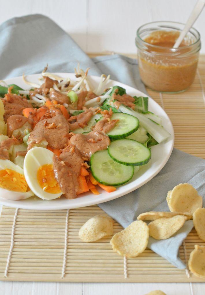 Zelf Idonesische gado gado maken is super makkelijk, en hartstikke lekker met de pindasaus die erbij hoort. Ik geef je het recept.