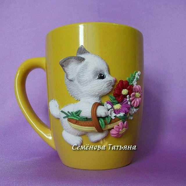 Dětský hrníček na kakao * žlutý porcelán s kočičkou, s košíkem květů.