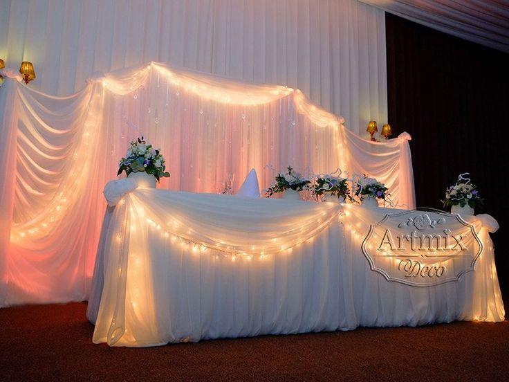 Оформление стола жениха и невесты. Классический стиль в оформление президиума для молодожен. Свадебный стол для жениха и невесты с декором